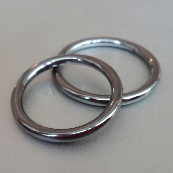 サクラとクロユリを刻印 シンプルなタンタルの結婚指輪 Tantalum Rings