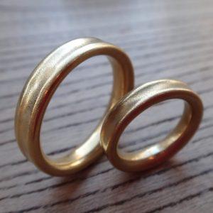 金属アレルギーに配慮した22金イエローゴールドの結婚指輪 Gold 22KYG Rings