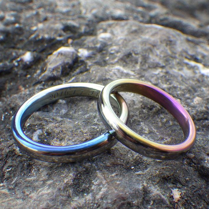 ニオブの美しい陽極酸化発色を活かした結婚指輪