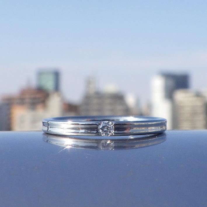 結婚指輪との重ね付けが美しいシンプルな婚約指輪 Hafnium Ring