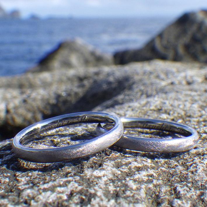 究極にシンプルで実用的!タンタルの結婚指輪 Tantalum Rings