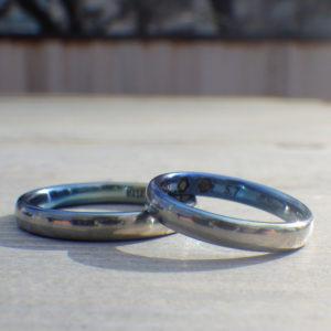 アレキサンドライトとガーネットとジルコニウムの発色が美しい結婚指輪 Zirconium Rings