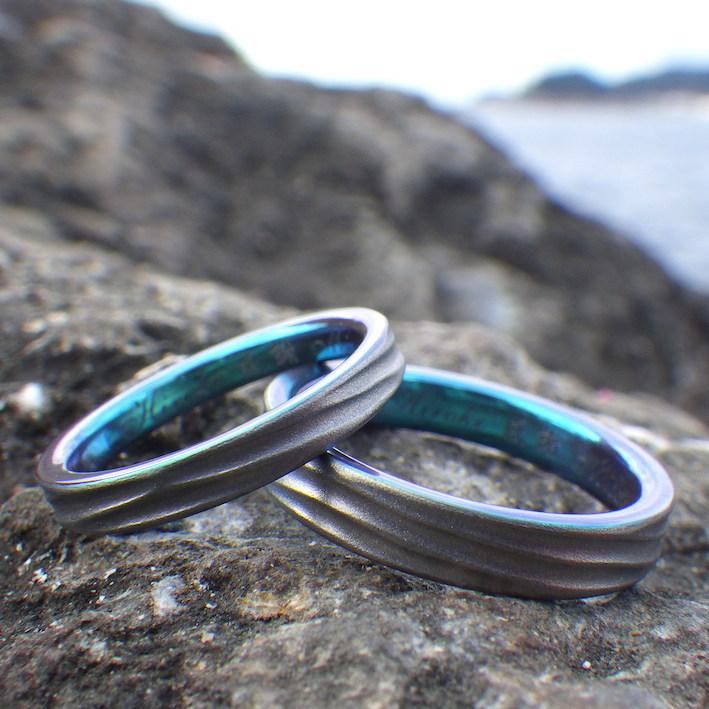 化学の見識と職人技術の融合・ブルーグリーンのジルコニウムの結婚指輪 Zirconium Rings