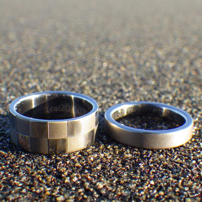 市松模様のレーザー彫刻・タンタルのペアリング Tantalum Rings