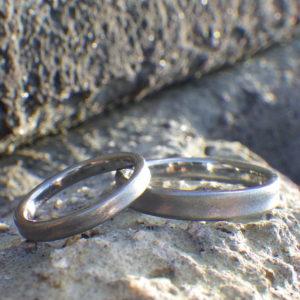 制作ストーリーも想い出になるハフニウムの結婚指輪 Hafnium Rings