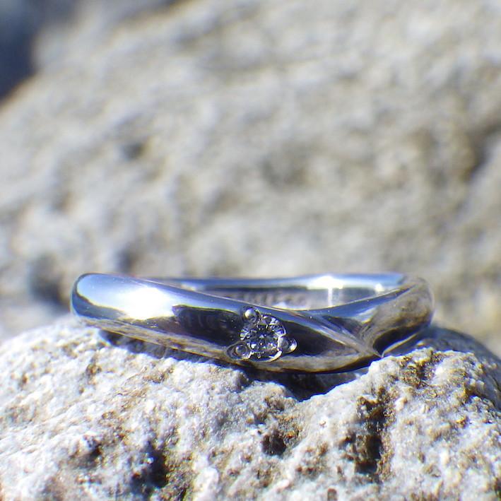思いやりをこめたプレゼント・タンタルとダイヤモンドの指輪 Tantalum Ring