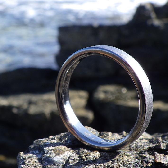 1000年後も力強く深い黒色の輝きを残すタンタルの指輪 Tantalum Rings