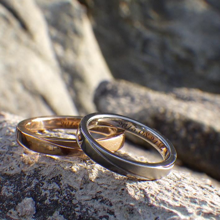 オレンジゴールドとニオブの美しい色合わせのペアリング Orange Gold & Niobium Rings