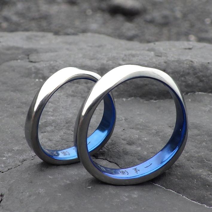 ロイヤルブルーの美しい構造発色・ハフニウムのペアリング Hafnium Rings