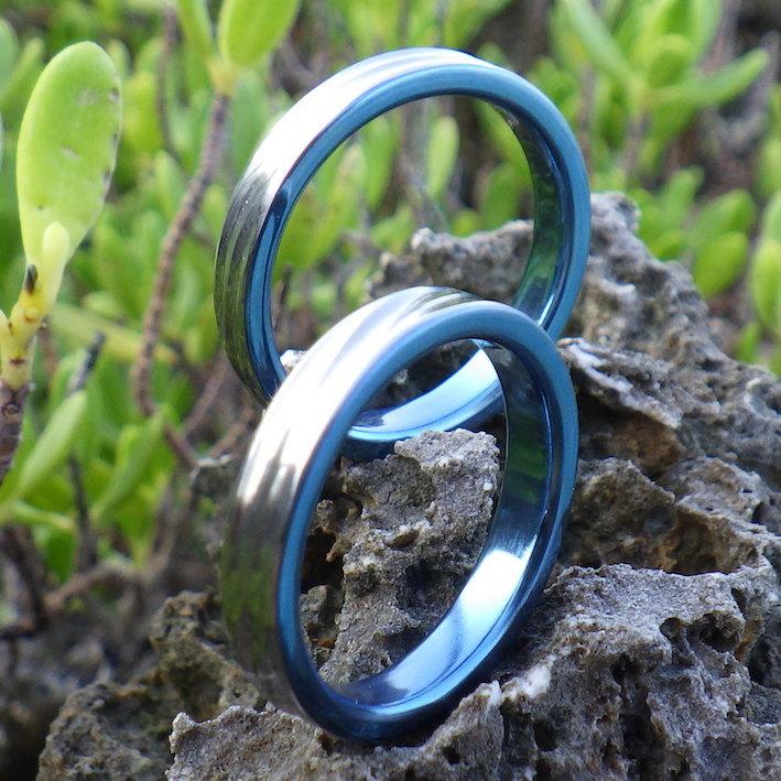 鮮やかなロイヤルブルー・ハフニウムの結婚指輪 Hafnium Rings