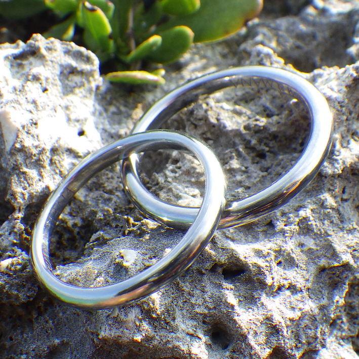 金属アレルギーの心配が無いハフニウム素材で、シンプルで美しい結婚指輪 Hafnium Rings