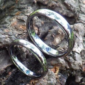 サファイヤとパライバトルマリンを石留め・タンタルの結婚指輪 Tantalum Rings