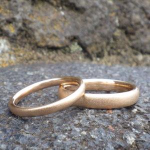 オレンジゴールドの独特の色調が美しい結婚指輪 22K Orange Gold Rings