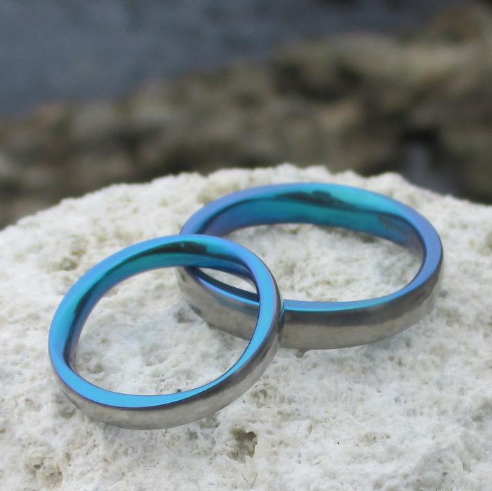 ブルーグリーンの美しい発色・ジルコニウムの結婚指輪 Zirconium Rings