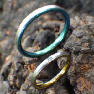 陽極酸化反応で美しい構造発色を呈するジルコニウムの結婚指輪 Zirconium Rings