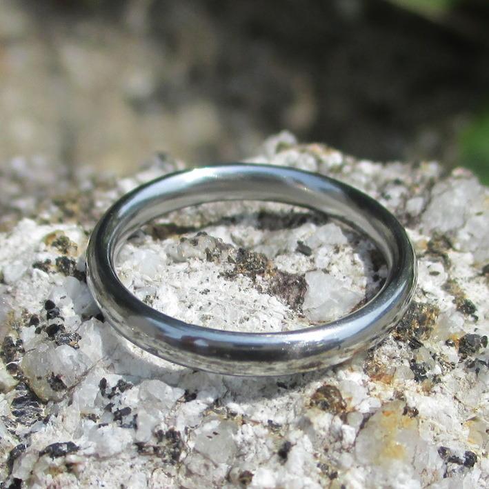 シンプルで実用性の高いハフニウムの結婚指輪 Hafnium Ring