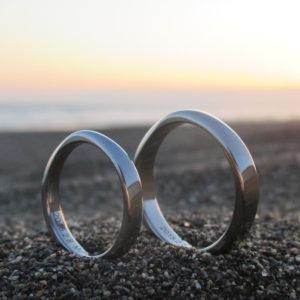 磨き上げたハフニウムの美しさが際立つ結婚指輪 Hafnium Rings