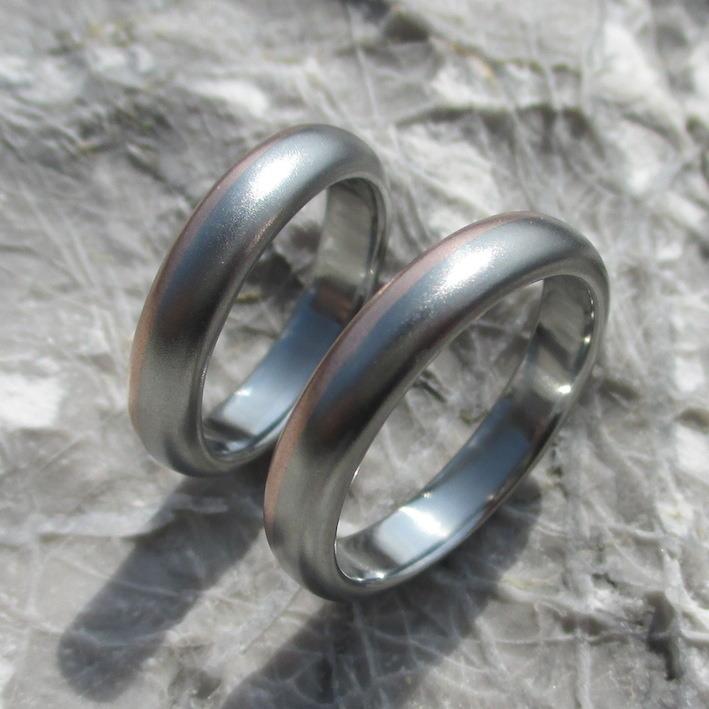 ハフニウムとピンクゴールドの色合わせが美しい結婚指輪 Hafnium & Pinkgold Rings