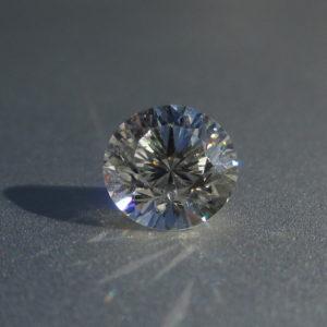 ウィトルウィウスの神聖幾何学を元に設計された青い癒しの光のダイヤモンド Diana Sun Diamond