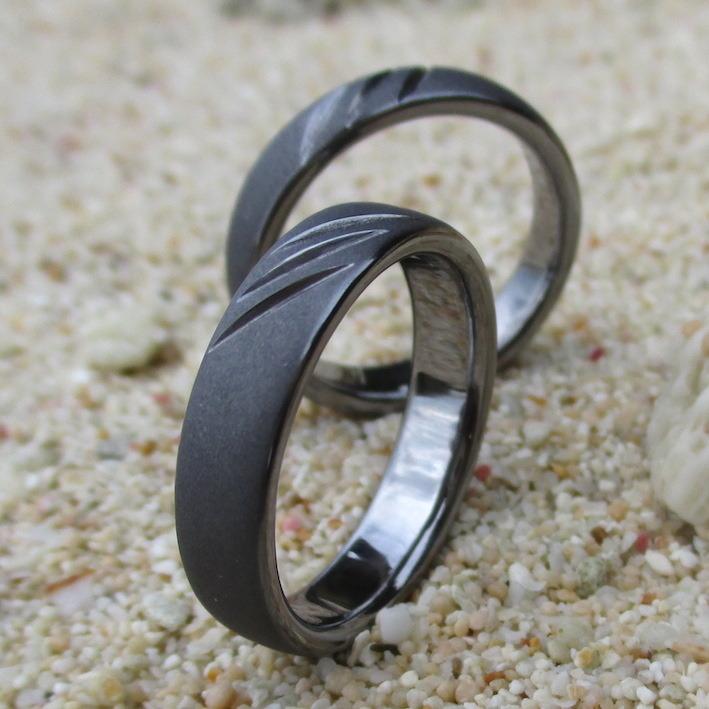 ネコの爪痕のデザイン・タンタルの結婚指輪 Tantalum Rings