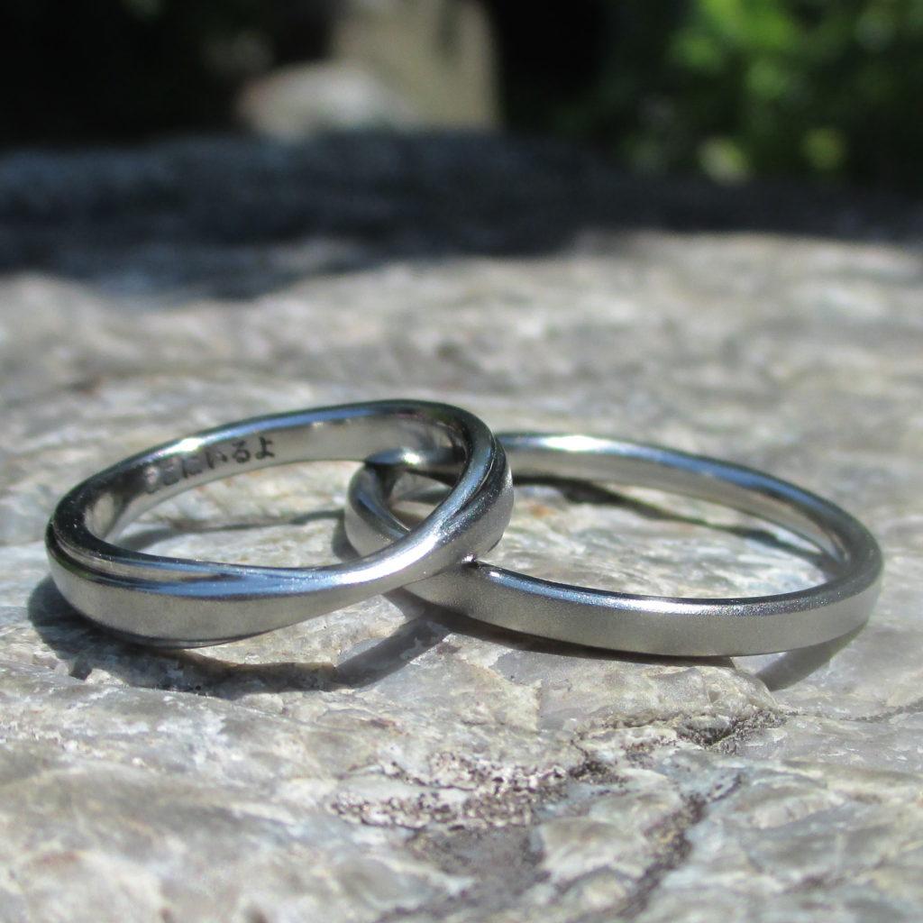 リボンのデザイン・ハフニウムの結婚指輪