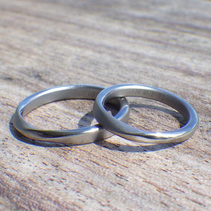 絶妙フィッティングのメビウスの輪・タンタルの結婚指輪