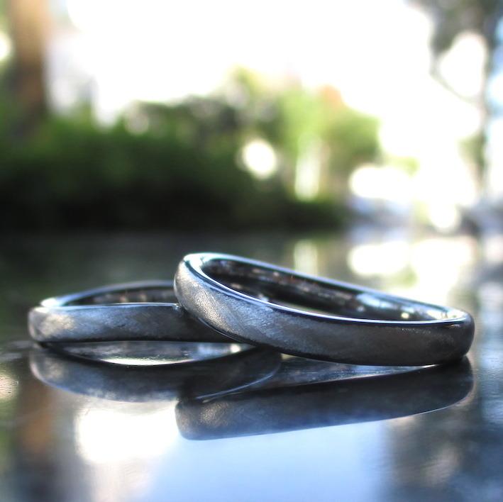 なだらかな波の曲線・ハフニウムの結婚指輪 Hafnium Rings