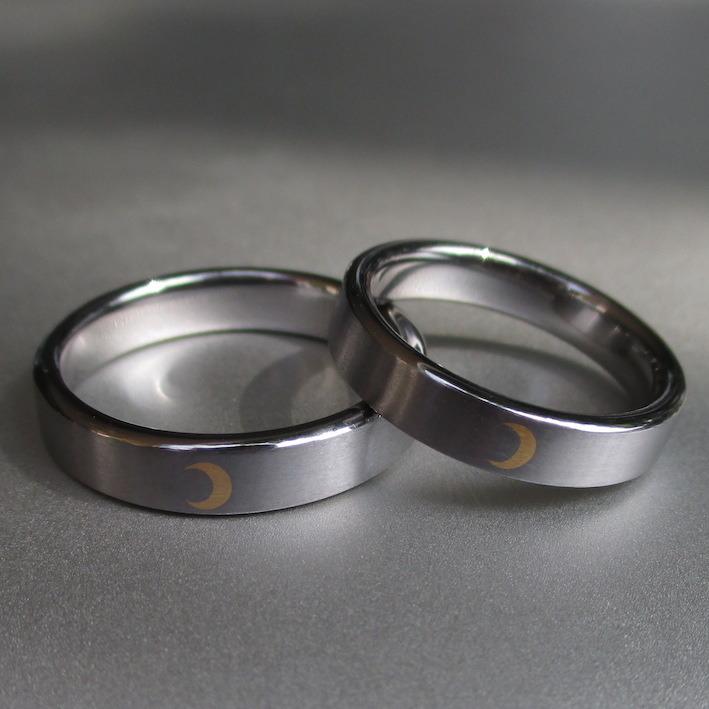 金の三日月の象嵌が美しいタンタルの結婚指輪 Tantalum Rings