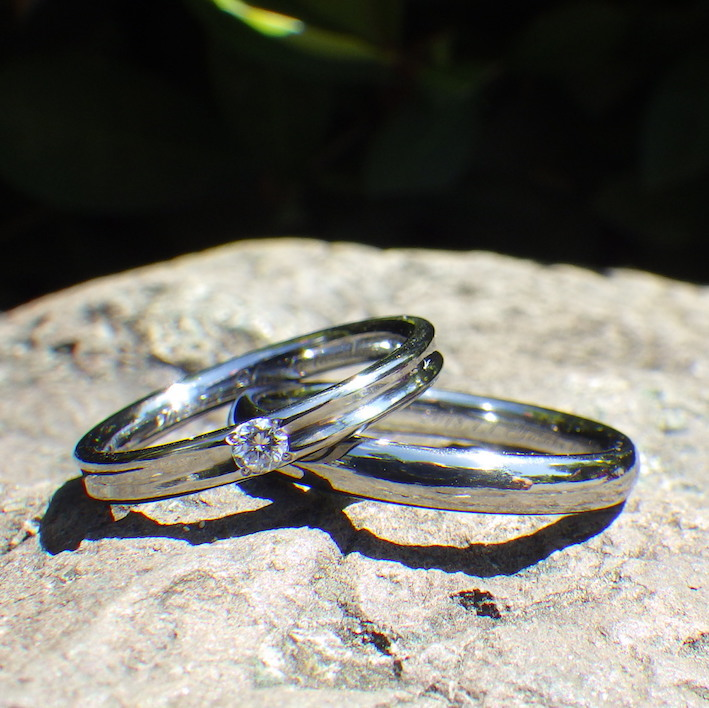 金属アレルギーでもダイヤモンドを身に着けられる喜びを・ハフニウムの結婚指輪 Hafnium Rings