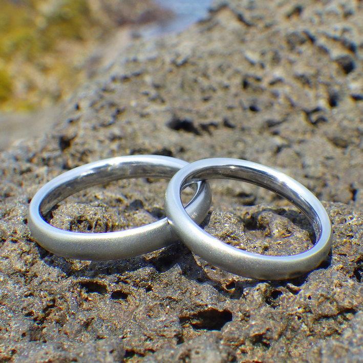 海や温泉など、一切腐食や変色しないハフニウムの結婚指輪 Hafnium Rings