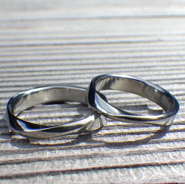 金属アレルギーの心配がない美しい金属素材・ハフニウムの結婚指輪 Hafnium Rings