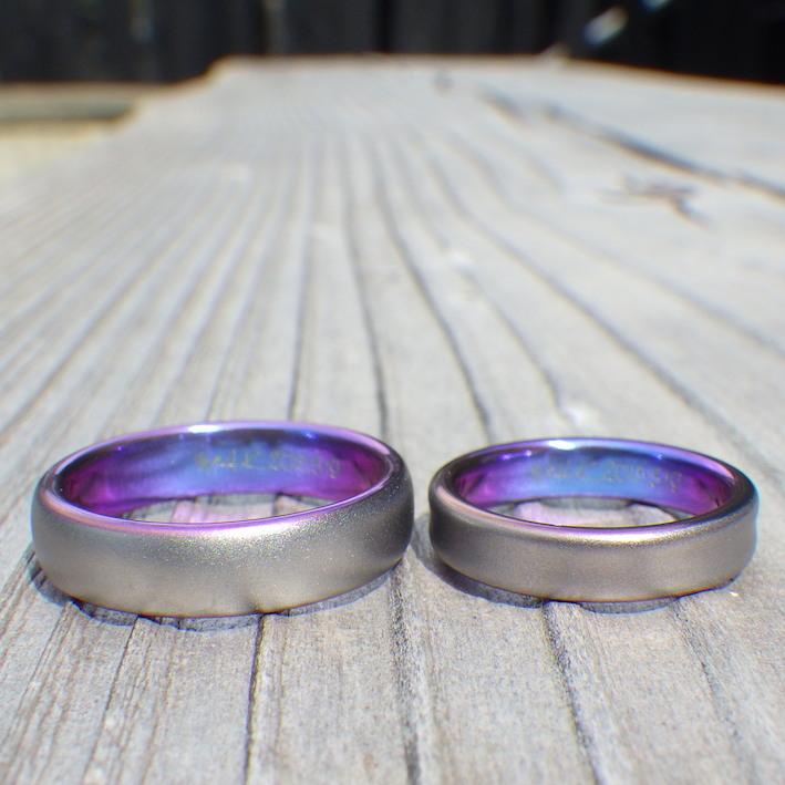 タンタルの黒とジルコニウムの美しい発色が絶妙の結婚指輪 Tantalum & Zirconium Rings