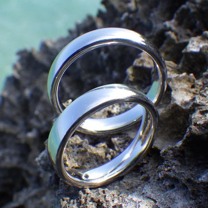イリジウムの鏡面研磨が美しい結婚指輪 Iridium Rings