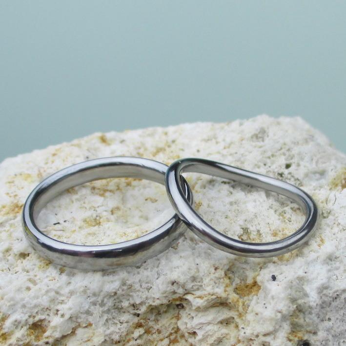 アトピーでも安心!シンプルなハフニウムの結婚指輪 Hafnium Rings