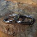 アトピーの旦那様とお揃いで着けられる安心感・タンタルとイリジウム割プラチナの結婚指輪