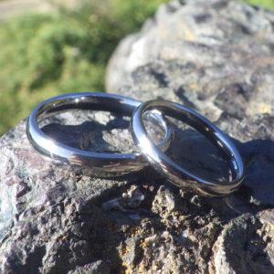 究極の着け心地をジャストフィットに削り出したタンタルの結婚指輪