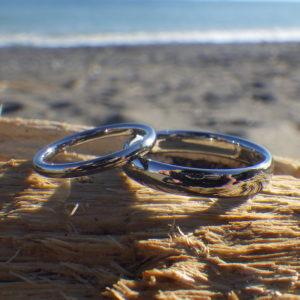 旦那さんにも絶対つけてほしい!金属アレルギーの心配が無いハフニウムの結婚指輪