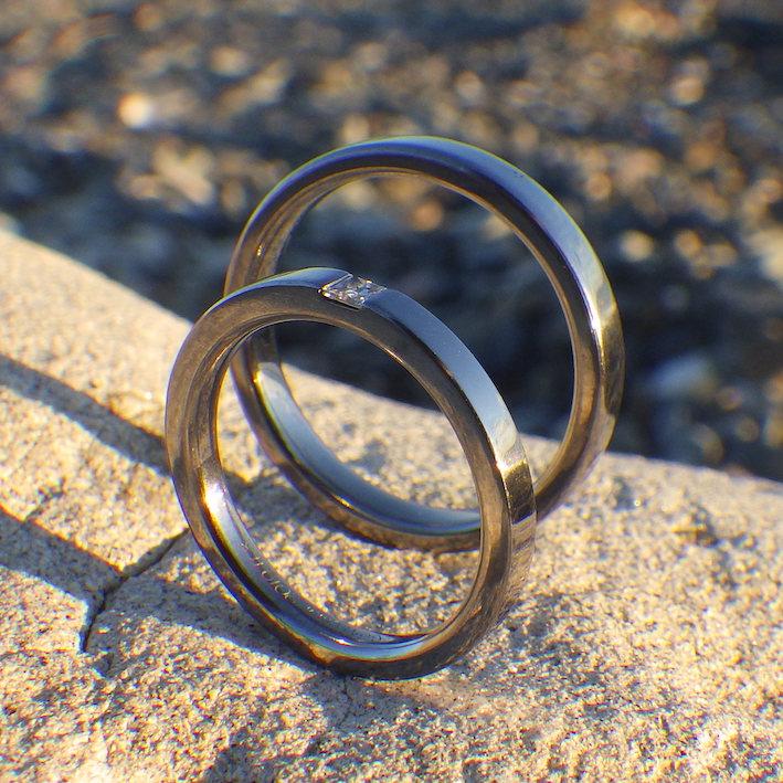 Hypo-allergenic(ハイポアラージェニック)なタンタルの結婚指輪