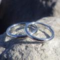 イリジウム割プラチナを鍛造そして削り出して制作した結婚指輪