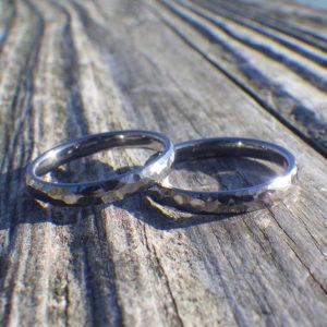 金属アレルギーでも2人で仲良く着けられる!タンタルの結婚指輪