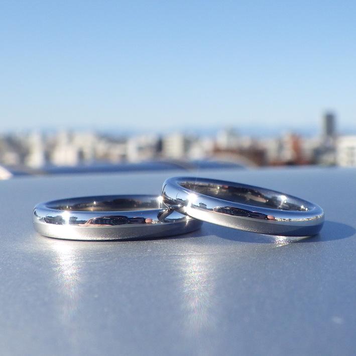 イリジウムとタンタルのツートーンの結婚指輪