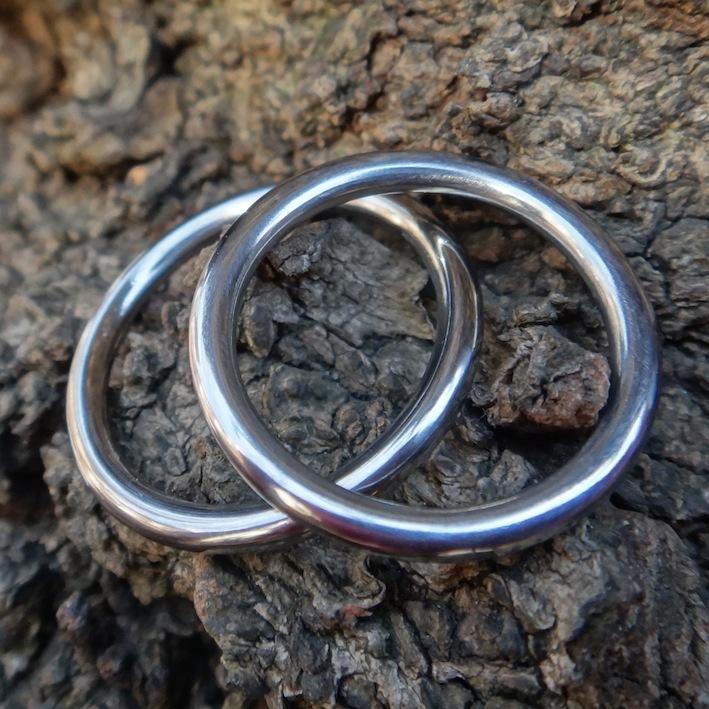 細い指輪でも高強度!ハフニウムの結婚指輪 Hafnium rings