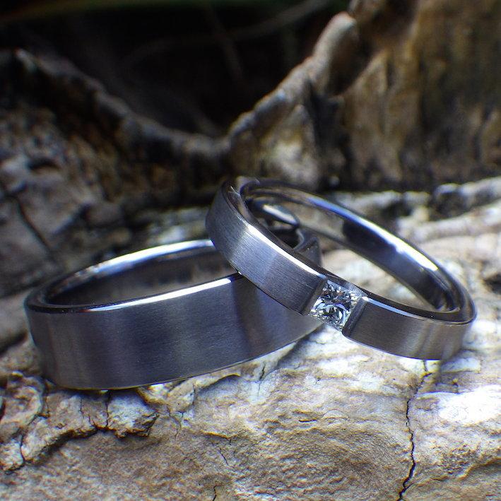 タンタルの指輪にプリンセスカットのダイヤモンドを石留め Tantalum Rings