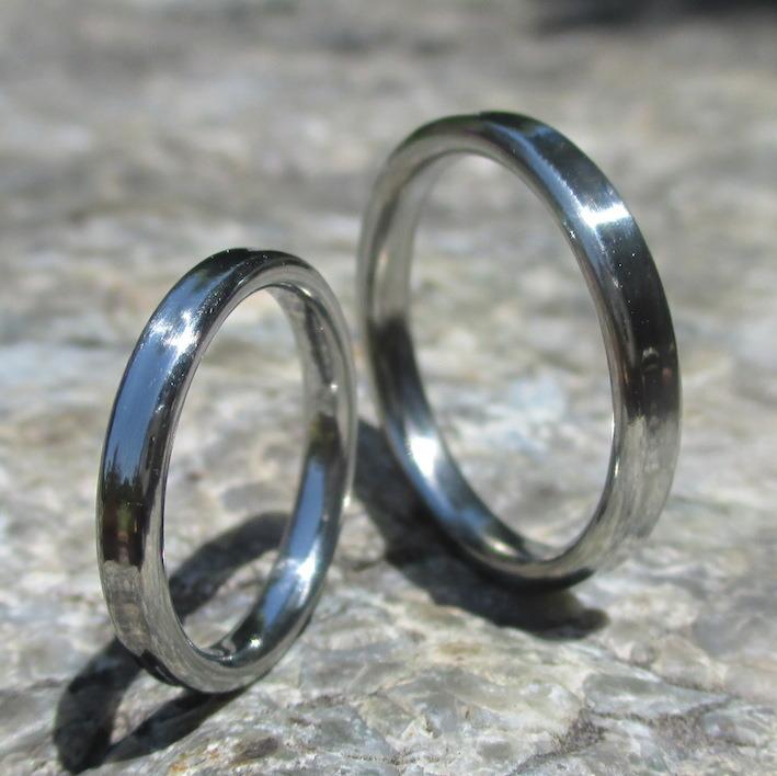 手触りがここちよいハフニウムの結婚指輪 Hafnium Rings