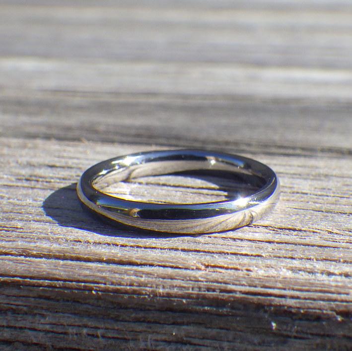 金属アレルギーで悩む奥様に、結婚記念10年目のプレゼント!