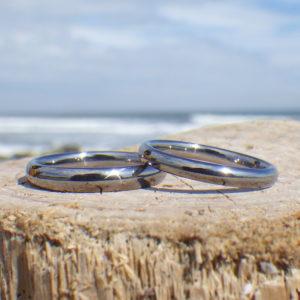 磨き上げられた究極の着け心地の結婚指輪・タンタルのペアリング