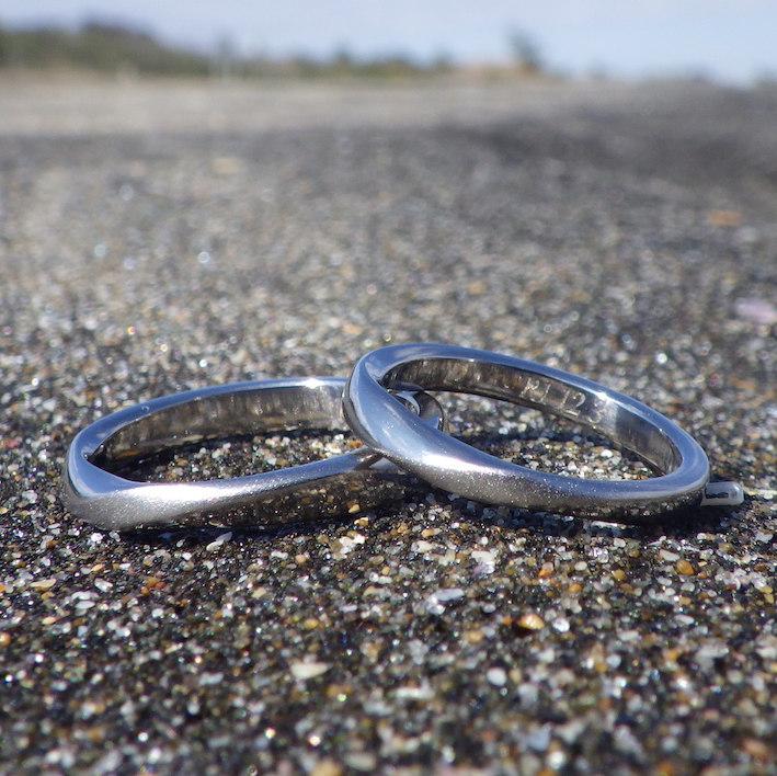 メビウスの結婚指輪・チタンを削り出してオーダーメイド