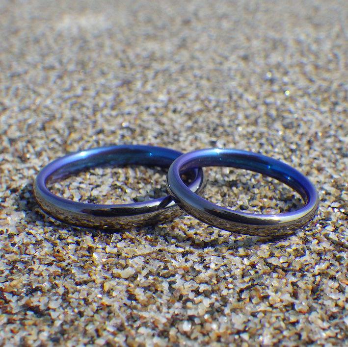 石垣島の海のようなトロピカルブルーの結婚指輪