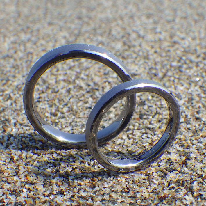 アトピーでも心配なく、生涯つけられるタンタルの結婚指輪