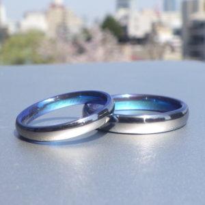 パプア・ニューギニアの海のようなトロピカルブルーの結婚指輪